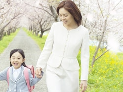 卒園式・入学式、ママの服装マナーと選び方のコツ