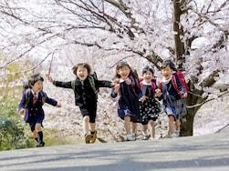 4月に新学期を迎えるのはなぜ? 4月1日生まれはなぜ学年が違う?