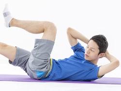 猛暑や雨の日もOK!涼しい室内で運動できる筋トレ9選